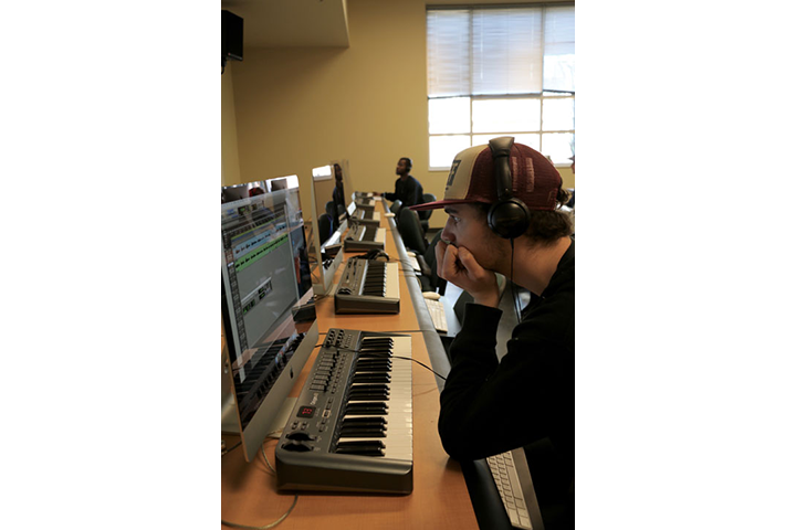 Student at keyboard in Midi Lab