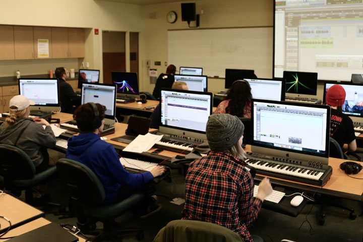 Students at keyboards in Midi Lab