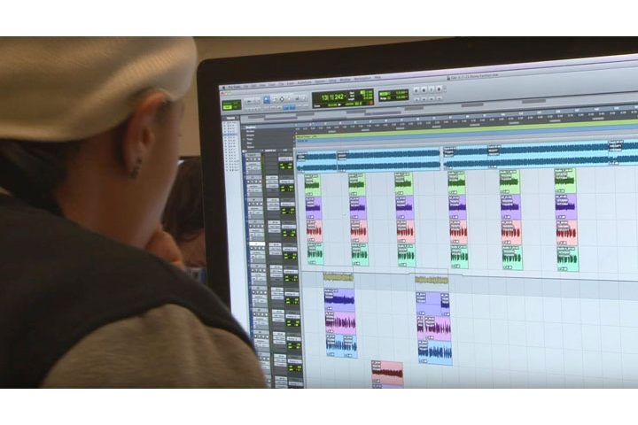 Student using Pro Tools in Midi Lab