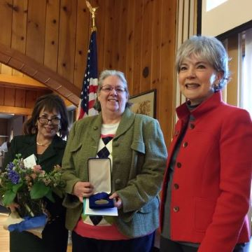 Patty Allen receives award